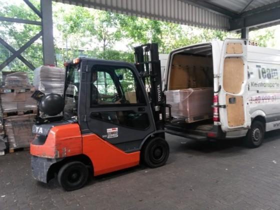 AKS Team - Transporter beladen